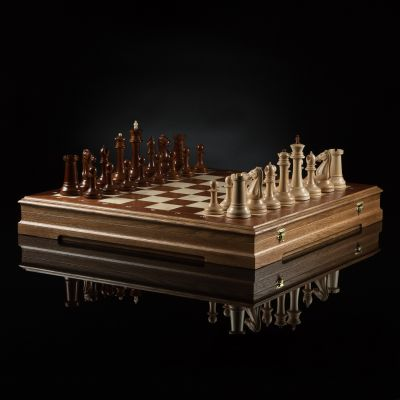 "Chess ""Staunton Favorite"" (Dark Board)"