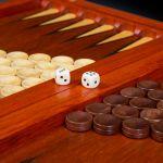 Checkers Boxwood / Mahogany
